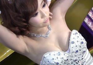 サイズが合ってなくてポロリしそうなキャンギャルの腋の下はスベスベ! 東京オートサロン2019