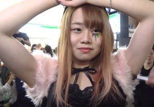 コスプレ姿の素人娘たちが渋谷ハロウィンでワキの下をくすぐられまくる!