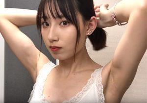 衝撃!19歳の素人美女がカメラ目線で腋の下をずっと見せまくり!
