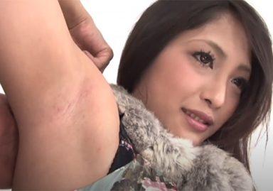 処理の甘い腋の下をワキチェックで露呈してしまったギャル系女子