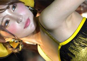 ラメで腋の下もキラキラしちゃってるキャンギャル 東京オートサロン2020