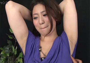 ムチッとしたイヤラシイ体つきのお姉さんが腋チェックでジョリ腋を晒してしまう