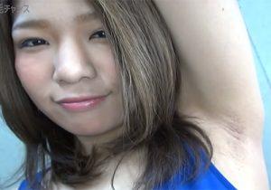 衝撃!笑顔で剃り残しのあるジョリワキをカメラの前で見せてくれる素人女子