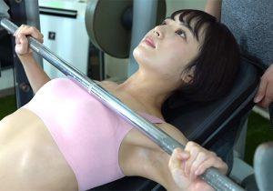 トレーニングで汗をしっとりかいたワキの下から目が離せない