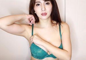 グラドルの森咲智美が生着替えで確信犯的に脇の下を見せてくれる
