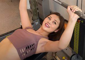 ヤンヤンガールズで女優の長野ジュリアが筋トレ動画で無修正なワキの下を晒しまくり