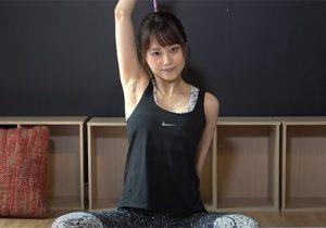 AV女優の吉沢明歩がストレッチ動画で盛大にワキの下をサービスしてくれる