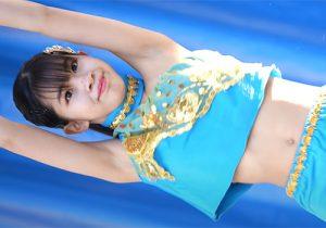 キレキレダンスでワキの下が丸見えになってしまう美少女