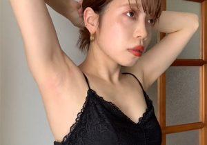 全く恥ずかしがることもなくワキの下を自撮りで接写してくれる素人女子