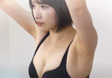 トレーニング動画でワキの下丸出しになっても全く恥ずかしがらない巨乳美女