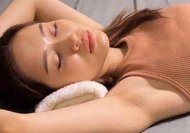 【ついに発見!】美人がジョリワキを丸出しにして寝てるだけのワキフェチ作品