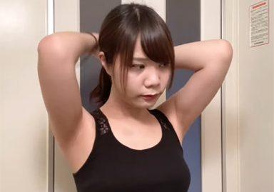 素人女子の髪を結うときに見えるリアルな腋の下から目が離せない
