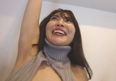 グラドルの森咲智美が童貞におっぱいを見せつけてくるけどワキの方が気になってしょうがない