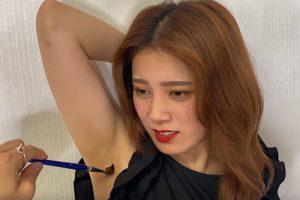 美人YouTuberのちゃんゆうがワキ汗でびしょびしょに濡れたワキの下を筆でくすぐられて悶える!